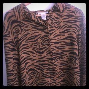 🐯 Beautiful tiger print blouse!  #LSU